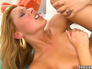 Awesome breasty young slut Cindy Hope gives a classy blowjob