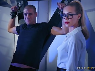 Blonde lady Nicole Aniston gets fucked by the table
