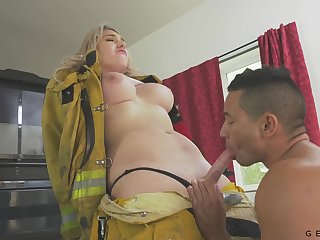 Eye catching busty shemale Aspen Brooks is good at sucking cock