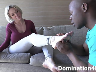 Worshiping Dee Williams' hairy frontier fingers