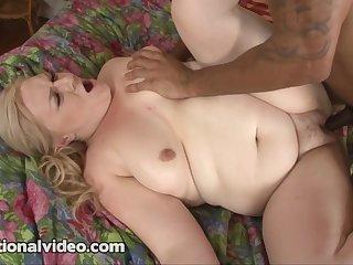 Naomi Brooks loves big black cocks