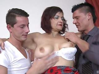 MMF threesome between two younger guys and mature Simona Senfeldrova
